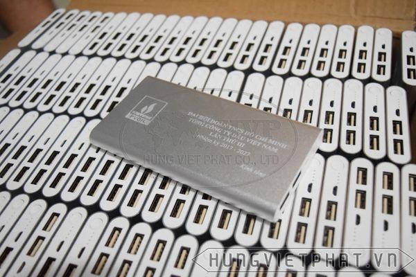 PDV-019---Pin-sac-du-phong-mau-bac-in-khac-logo-lam-qua-tang-2-1497500116.jpg